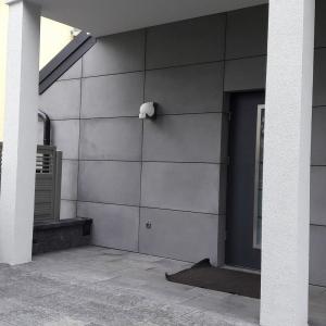 płyty-betonowe-na-elewacji-01