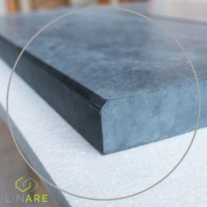 Parapet betonowy z fazowaniem trójkątnym
